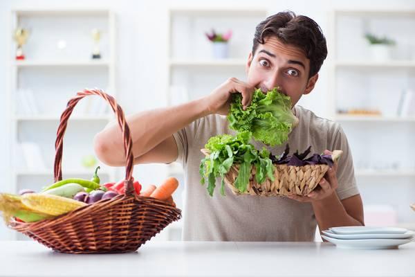 """Grünes Gemüse ist reich an Wasser und Ballaststoffen, damit auch sehr energiearm und steht bei vielen in dem Ruf """"negative Kalorien"""" zu enthalten. Würde dies der Wahrheit entsprechen, so könnte man sich """"schlank futtern"""", indem man überwiegend grünes Gemüse isst. Doch wie sieht es in der Praxis aus?"""