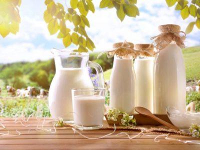 Höherer Milchprodukte-Verzehr korreliert mit höherer Knochendichte und stärkerer Wirbelsäule in Männern über 50