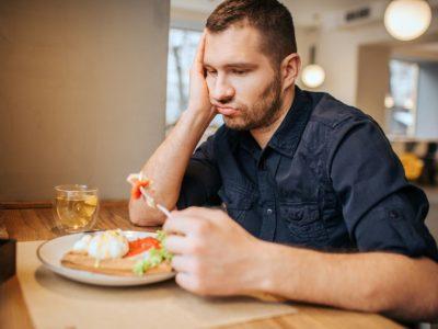 Abwechslungsreich Vs. Monoton: Wer stets das Gleiche isst, isst mit der Zeit weniger?