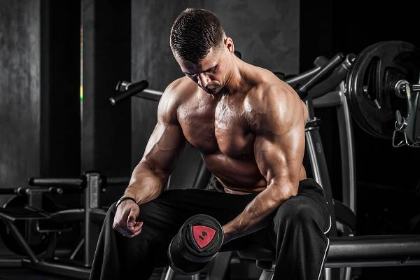 Neben Protein und Koffein zählt Creatin zu den am häufigsten verwendeten, weil nachweislich effektiven, Nahrungsergänzungsmitteln im Kraftsport und Bodybuilding.